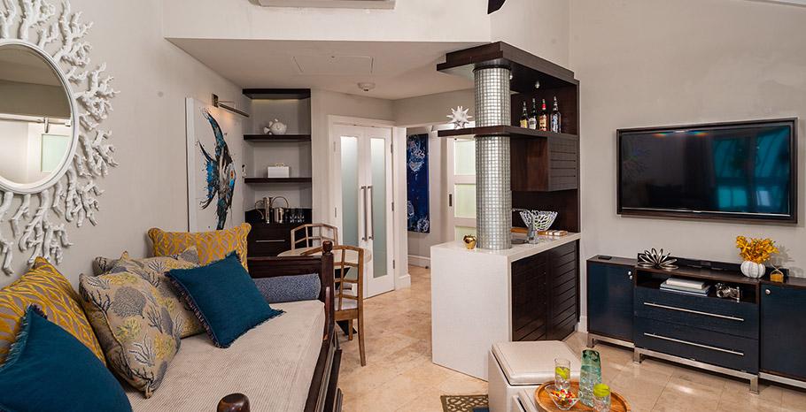 Seaside Honeymoon One Bedroom Concierge Villa Suite - LV1 living area
