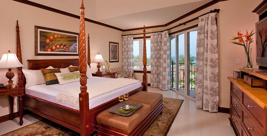 Italian Oceanview Concierge Family Suite with Kids Room Main room