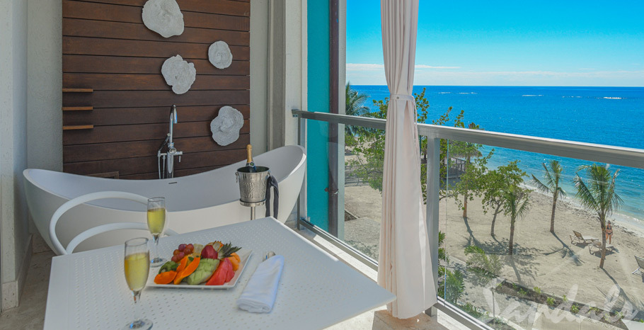 Photos Location Dutch Beachfront Penthouse One Bedroom Butler Suite with Balcony Tranquility Soaking Tub - DP1