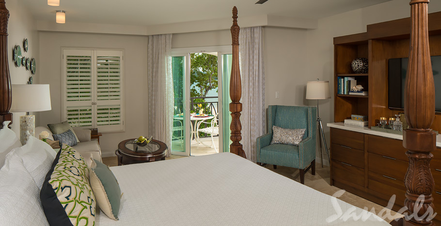 Italian Beachfront Club Level Honeymoon Suite w/ Tranquility Soaking Tub - IVS